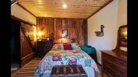 main-cabin-bedroom
